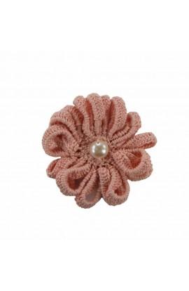 Brosa floare roz pal cu perla alba de dama crosetata manual Buticcochet