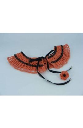 Set cadou guler portocaliu cu perle negre si inel floare portocalie cu perla neagra crosetate manual Buticcochet