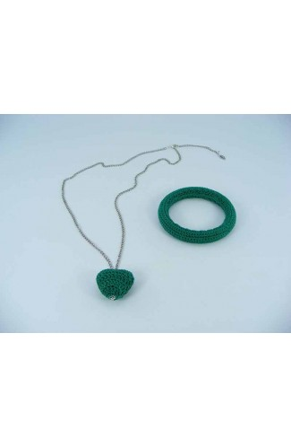 Set cadou lant cu pandantiv inimioara verde si bratara verde crosetate manual Buticcochet, SET12