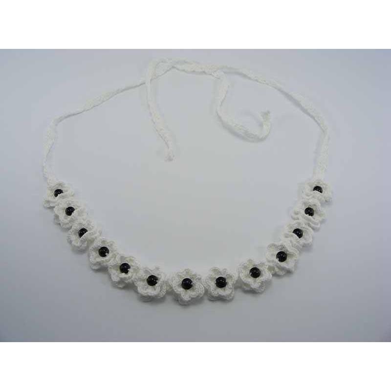 Brau alb cu flori si perle negre de dama crosetat manual Buticcochet