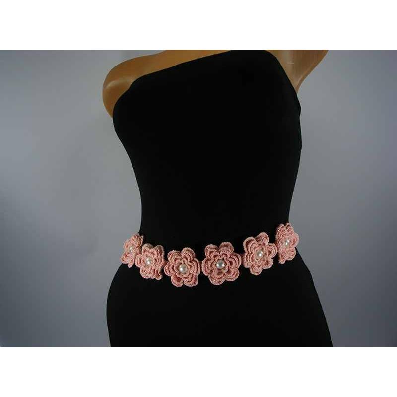 Brau roz cu flori si perle albe de dama crosetat manual Buticcochet