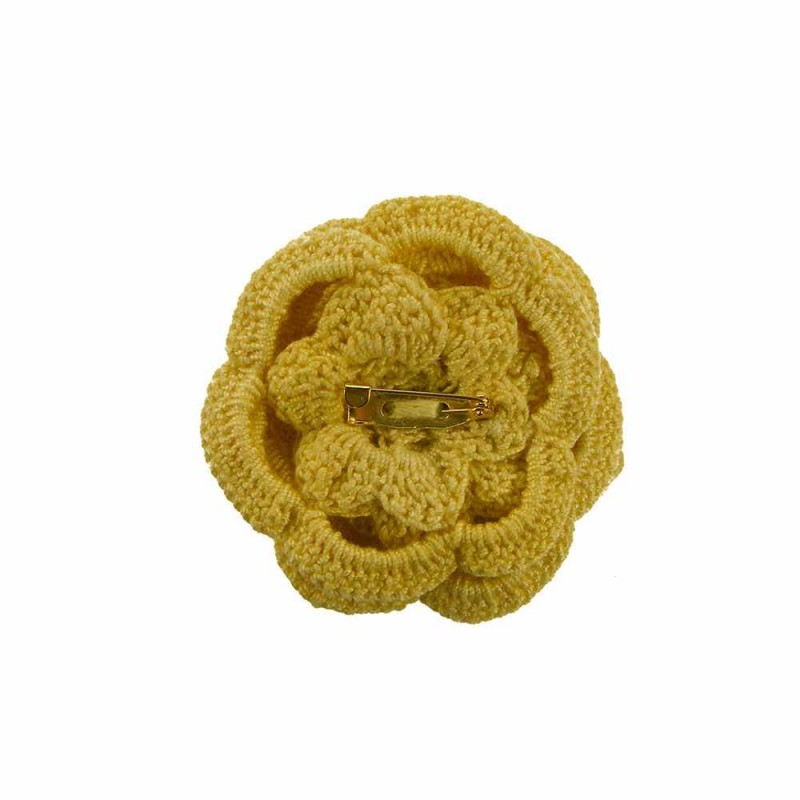 Brosa floare galbena cu perla alba de dama crosetata manual Buticcochet