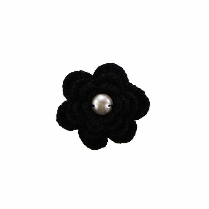 Brosa floare neagra cu perla alba de dama crosetata manual Buticcochet