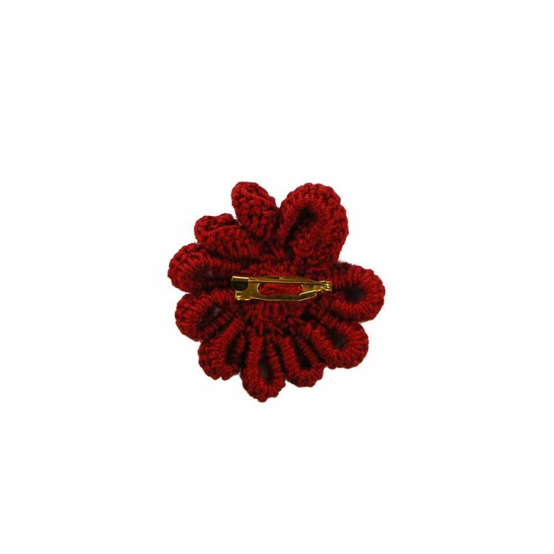 Brosa floare rosie cu perla alba de dama crosetata manual Buticcochet