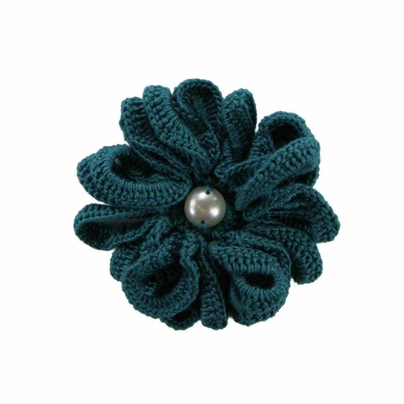 Brosa floare verde cu perla alba de dama crosetata manual Buticcochet