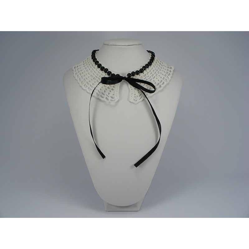 Guler crosetat manual de dama alb cu perle negre Buticcochet