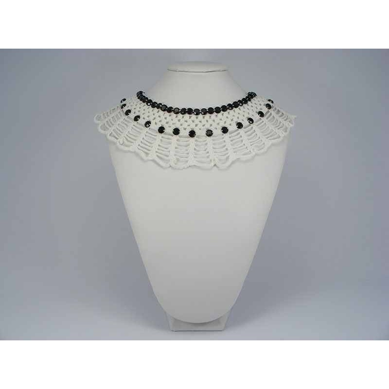 Guler crosetat manual de dama alb cu pietre negre Buticcochet