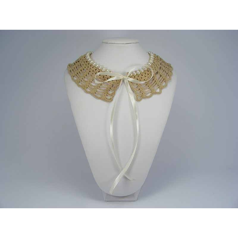 Guler crosetat manual de dama bej cu perle albe sidefate Buticcochet