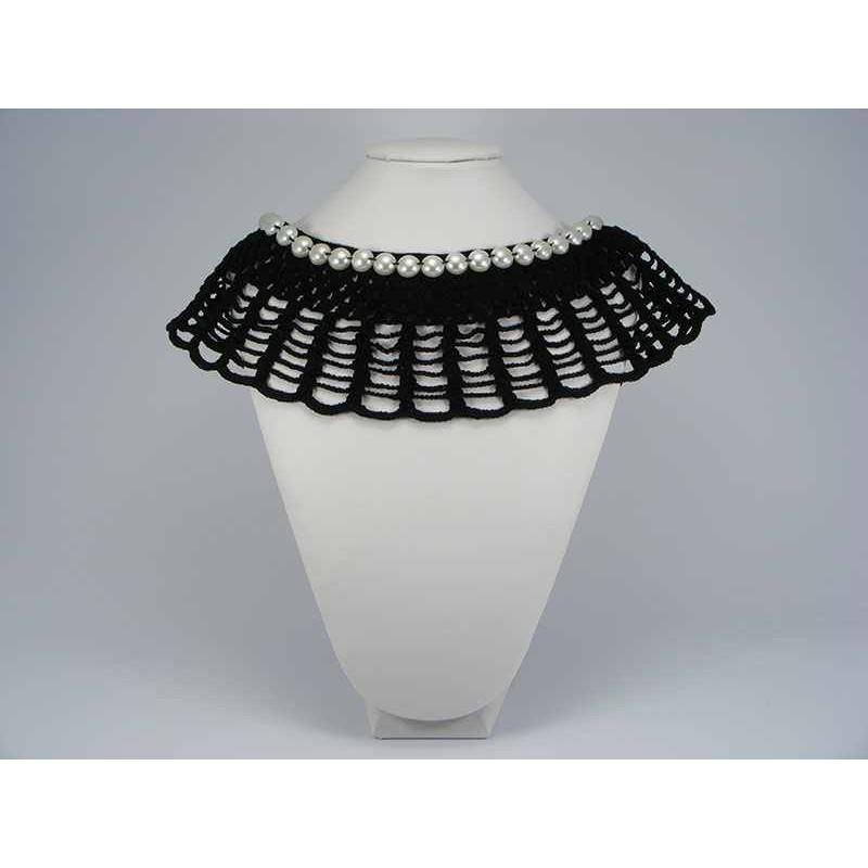 Guler crosetat manual de dama negru cu perle albe sidefate Buticcochet