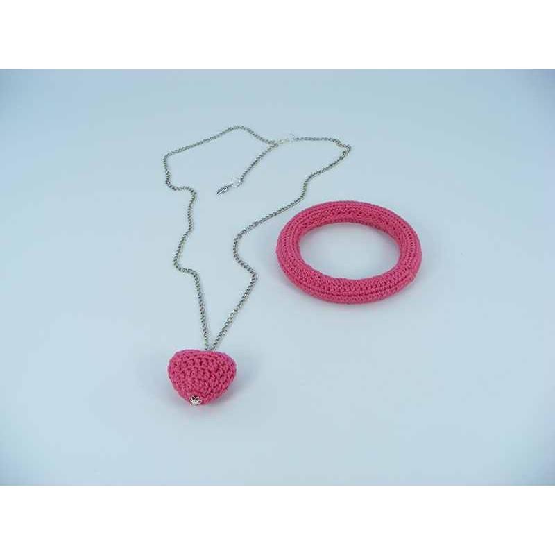 Set cadou Lant cu Pandantiv Inimioara roz bonbon si bratara roz bonbon crosetate manual Buticcochet