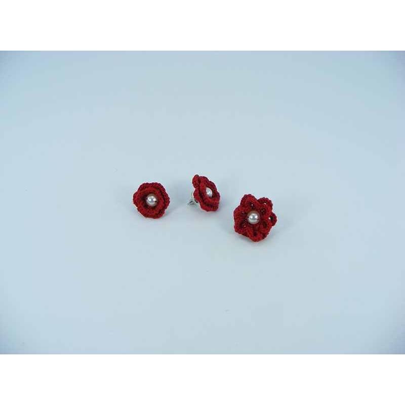 Set cadou cercei si inel floare rosie cu perla alba crosetati manual Buticcochet