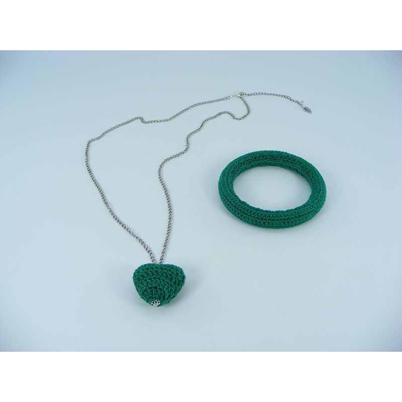Set cadou lant cu pandantiv inimioara verde si bratara verde crosetate manual Buticcochet